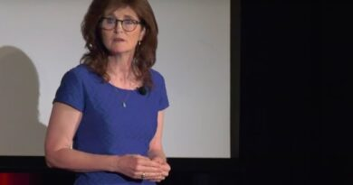 Lose Weight Market sddefault-7-390x205 Lose Weight AND Keep It Off: Emotional Eating | Renée Jones | TEDxWilmingtonLive